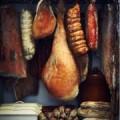 Окорок и колбасы