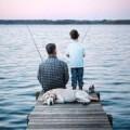 Отец и сын на рыбалке