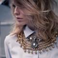 Девушка в ожерелье