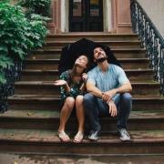 На лестнице пара